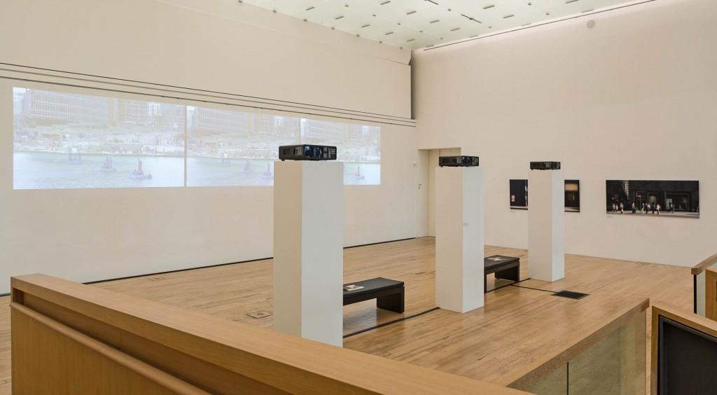 Blick in die Ausstellung: Gudrun Kemsa - Urban Stages, © Fotograf Jürgen Vogel