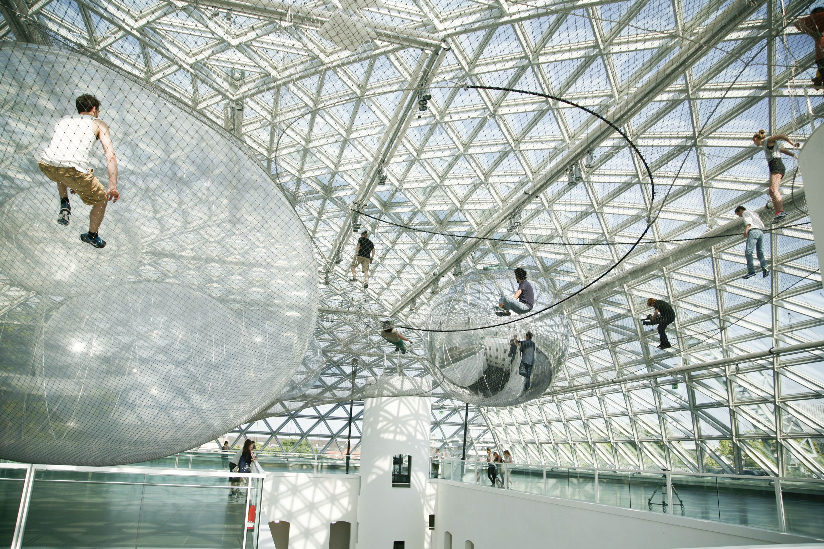ab 21 6 k21 d sseldorf tom s saraceno in orbit. Black Bedroom Furniture Sets. Home Design Ideas