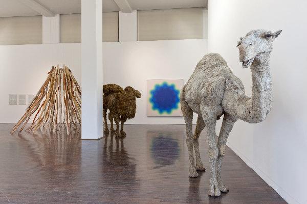 Nancy Graves Ausstellungsansicht Ludwig Forum 2011; Foto Carl Brunn