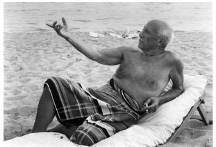 Lucien Clergue, Picasso sur la plage (Cannes 1965), 1965, Silbergelatineabzug auf Barytpapier, 30 x 40 cm