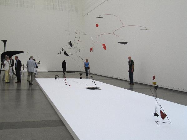 """""""Alexander Calder - Avantgarde in Bewegung"""" - Blick in die Ausstellungshalle im K20"""