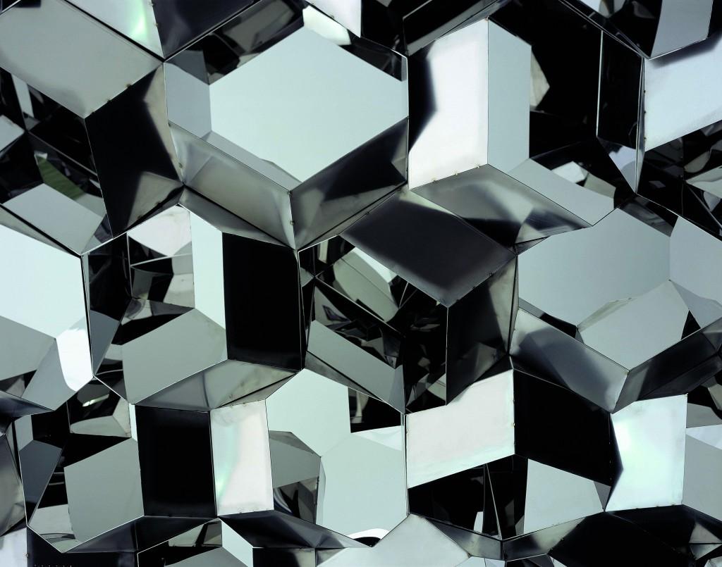 Olafur Eliasson, Negative quasi brick wall, 2003, Stainless steel; 242,5 x 561 cm Photographer: Jens Ziehe © 2003 Olafur Eliasson