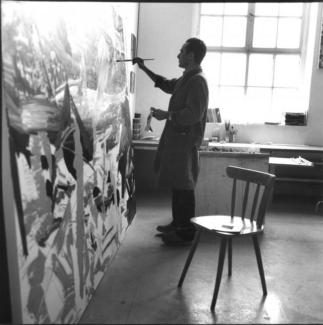 Erika Kiffl Gerhard Richter in seinem Atelier Fürstenwall, Düsseldorf, 1967 Farbfotografie auf Aludibond, 50 x 50 cm  Stiftung Museum Kunstpalast, AFORK, Düsseldorf  © Erika Kiffl, 2015  © Gerhard Richter, 2015